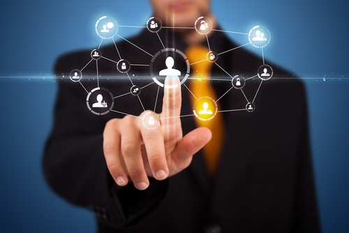 Why is leading in a virtual team a challenge?